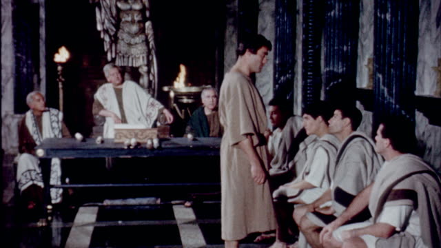 vidéos et rushes de exterior of the basilica julia / roman citizen pleading his case to the jury / judge speaking to advisors recreation of life in ancient rome the... - reconstitution