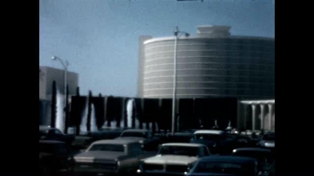 vídeos y material grabado en eventos de stock de exterior of the caesars palace hotel from a home movie reel - caesars palace las vegas