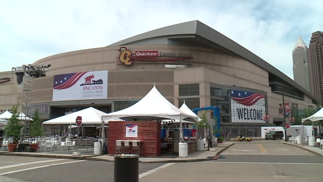 wgn exterior of the cleveland quicken loans arena during the 2016 republican national convention on july 21 2016 - republikanischer parteitag stock-videos und b-roll-filmmaterial