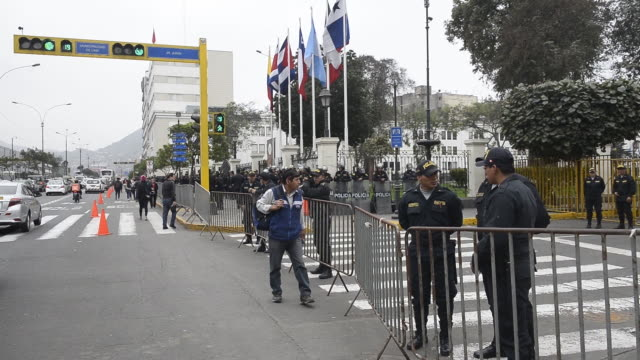 exterior of the congress of the republic of peru, guarded by police after its dissolution by president martin vizcarra in lima, peru on friday,... - マルティン・ビスカラ点の映像素材/bロール