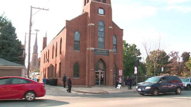 stockvideo's en b-roll-footage met exterior of the mexican-american church, lincoln united methodist, in chicago's pilsen neighborhood on oct. 4, 2016. - nazi vlag