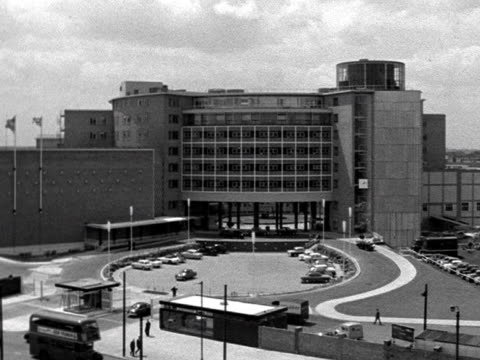 vidéos et rushes de exterior of the newly built bbc television centre. - bbc