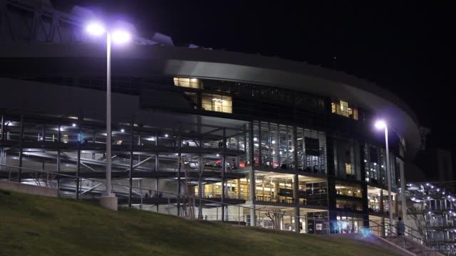 exterior of the nrg stadium at night in houston on march 3, 2016. - ナイトイン点の映像素材/bロール