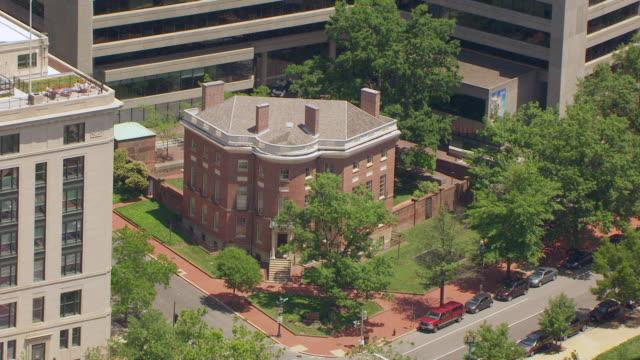 ws aerial pov exterior of the octagon house / washington dc, united states - octagon stock videos & royalty-free footage