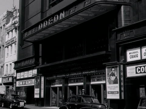 vídeos de stock, filmes e b-roll de exterior of the odeon cinema on leicester square 1960 - 1960