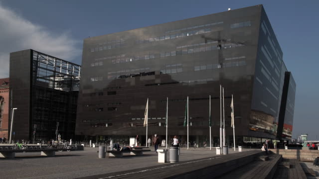 exterior of the royal library in copenhagen - 公共図書館点の映像素材/bロール
