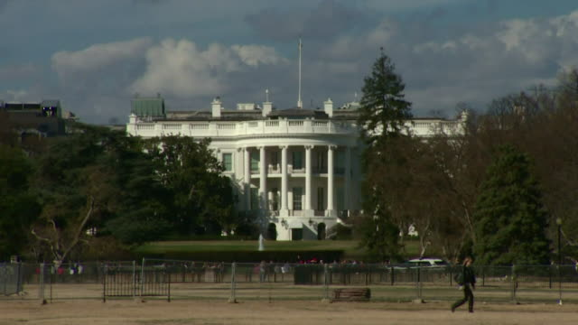 exterior of the white house where there has been an outbreak of coronavirus with members of the president's staff and president trump himself testing... - white house washington dc stock videos & royalty-free footage