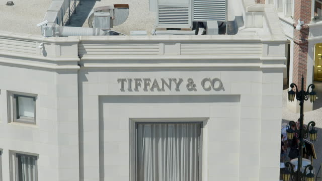 MS TU Exterior of Tiffany and Company building at Rodeo Drive / Beverly Hills, Los Angeles County, California, United States