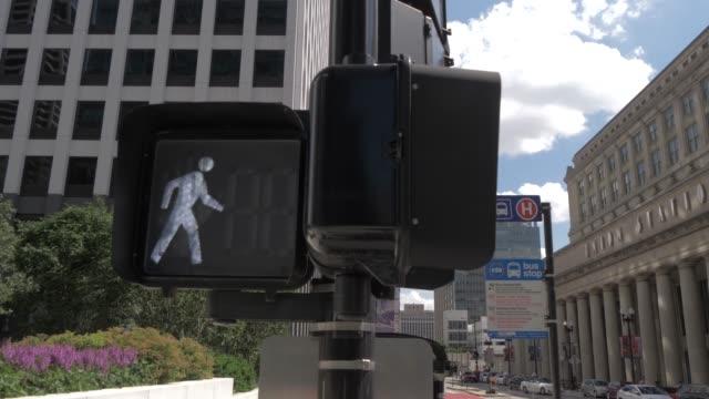 exterior of union station, chicago, illinois, united states of america, north america - manlig form bildbanksvideor och videomaterial från bakom kulisserna