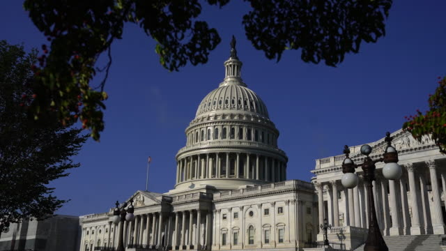 vidéos et rushes de exterior of united states capitol building in washington dc us on wednesday september 4 2019 - fronton