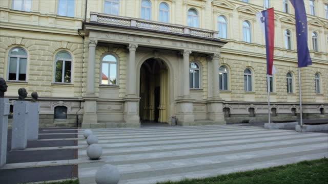vídeos de stock e filmes b-roll de tu exterior of university building / maribor, slovenia - formato letterbox