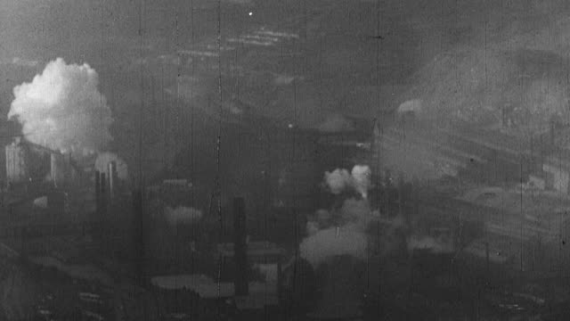vídeos de stock e filmes b-roll de 1939 montage exterior of various industrial factories and mills in operation / united kingdom - revolução industrial