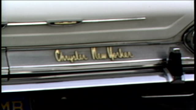 stockvideo's en b-roll-footage met exterior of white new yorker car in los angeles california - chrysler
