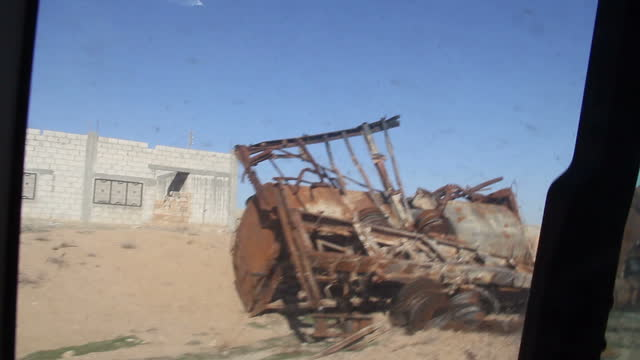 stockvideo's en b-roll-footage met exterior point of view driving shots through northern syria past wrecked vehicles and abandoned houses on 10 february 2017 in kheniz northern syria - puin