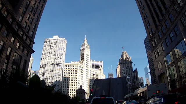 vídeos de stock, filmes e b-roll de exterior point of view shots driving through downtown chicago stopping as the cortland street drawbridge raises driving shot through downtown chicago... - drawbridge