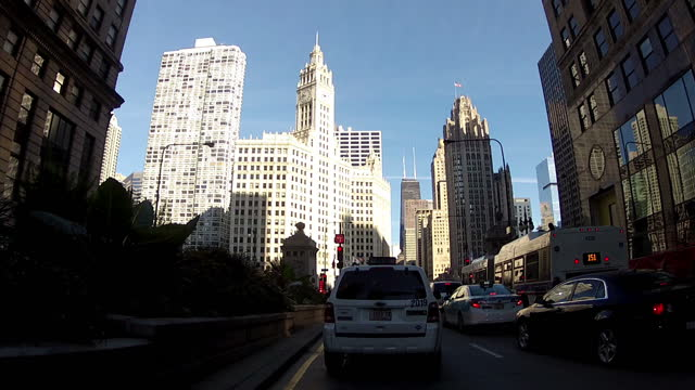vídeos de stock, filmes e b-roll de exterior point of view shots driving through downtown chicago as the cortland street drawbridge lowers to allow traffic through cortland street... - drawbridge