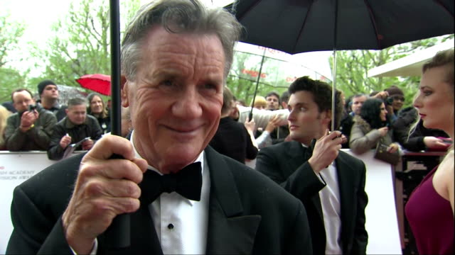 exterior red carpet interview michael palin, recipient of a bafta fellowship, talks about monty python & his travel programmes. michael palin on... - モンティ・パイソン点の映像素材/bロール