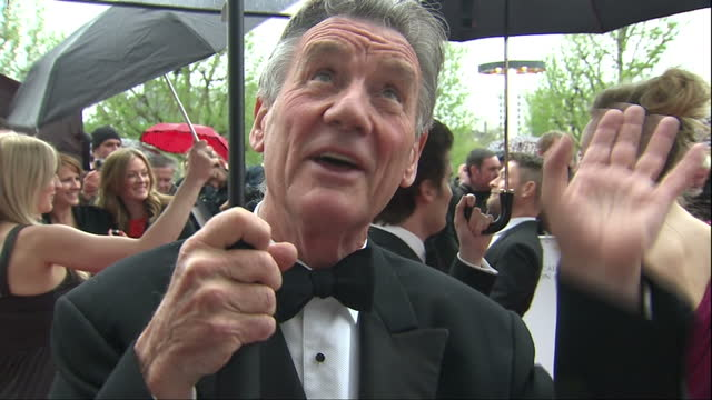 exterior red carpet interview michael palin, recipient of bafta fellowship, talks about younger generation still enjoying monty python & how they did... - モンティ・パイソン点の映像素材/bロール