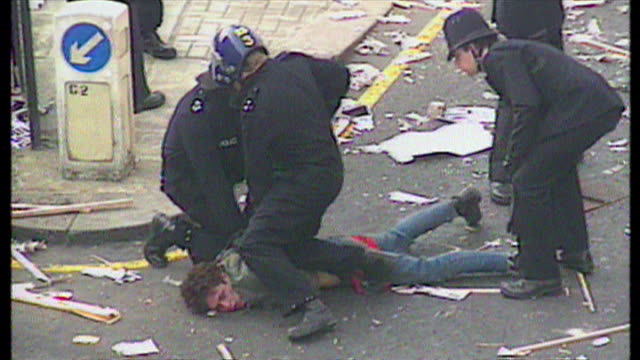 exterior shot antipoll tax protester pinned to ground by riot police officers as they arrest him on march 31 1990 in london england - ピンを刺す点の映像素材/bロール
