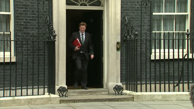 exterior shot danny alexander chief secretary to the treasury leaving the last cabinet meeting before the general election gets into waiting car on... - 英自由民主党点の映像素材/bロール