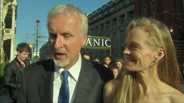 vidéos et rushes de exterior shot james cameron interview on the red carpet at the titanic 3d premier on his experience diving down to the marianas trench james cameron... - titanic