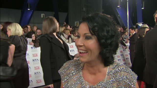 vídeos y material grabado en eventos de stock de exterior shot jessie wallace, eastenders actor, talking to press. national television awards red carpet at o2 arena on january 26, 2011 in london,... - eastenders
