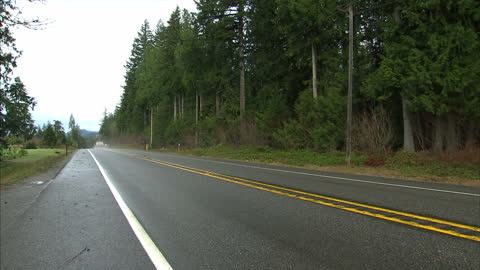 exterior shot lorry driving down road in rural washington state. on 27th march 2014 in oso, washington state, united states. - ワシントン州 オソ点の映像素材/bロール