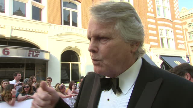stockvideo's en b-roll-footage met exterior shot michael dobbs author on red carpet talking about how bafta have changed the rules to include new ways of consuming tv on may 18 2014 in... - michael dobbs