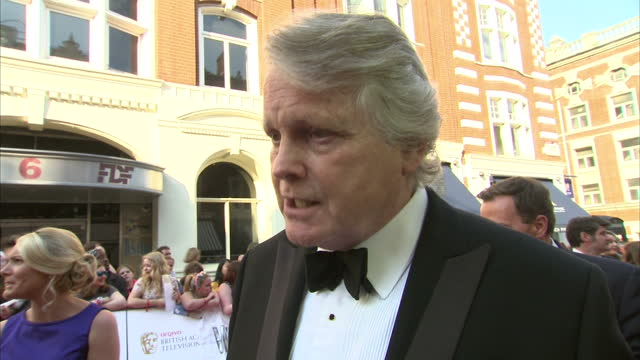 stockvideo's en b-roll-footage met exterior shot michael dobbs author on red carpet talking about changing the way people watch tv with house of cards on may 18 2014 in london england - michael dobbs