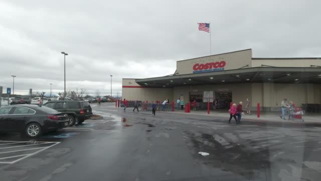 exterior shot of costco store in winter in north georgia, usa - catena di negozi video stock e b–roll
