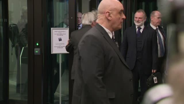 stockvideo's en b-roll-footage met exterior shot of european commission president jeanclaude juncker welcomes british prime minister theresa may on 11 march 2019 in strasbourg france - minister president