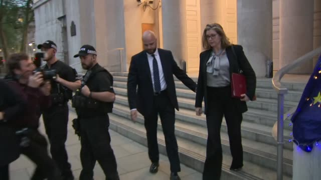stockvideo's en b-roll-footage met exterior shot of penny mordaunt mp new secretary of state for defence departing the ministry of defence and getting into a car in london on 1st may... - ministerie van defensie