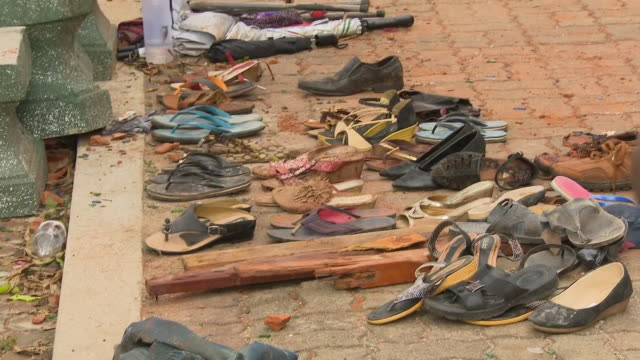 stockvideo's en b-roll-footage met exterior shot of pile of shoes from the victims of 2019 sri lanka easter bombings 22nd april 2019 in colombo sri lanka - sri lankaanse cultuur