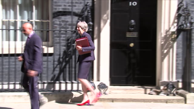 stockvideo's en b-roll-footage met exterior shot of theresa may pm departing number 10 downing street for pmq's on 9 may 2018 in london, united kingdom - number 9