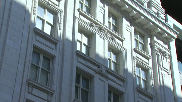 stockvideo's en b-roll-footage met exterior shot of twitter office headquarters in london, england - hoofdkantoor