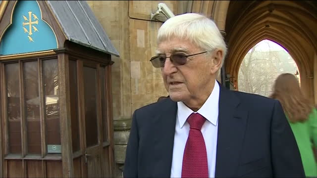 stockvideo's en b-roll-footage met exterior shot sir michael parkinson talk about sir david frost being best man at his wedding on march 13 2014 in london england - michael parkinson
