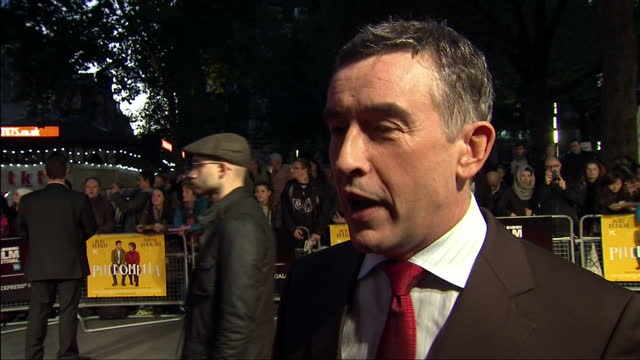 vidéos et rushes de exterior shot steve coogan actor talks about having a dig at the daily mail in his latest film philomena he believes that the daily mail newspaper is... - steve coogan