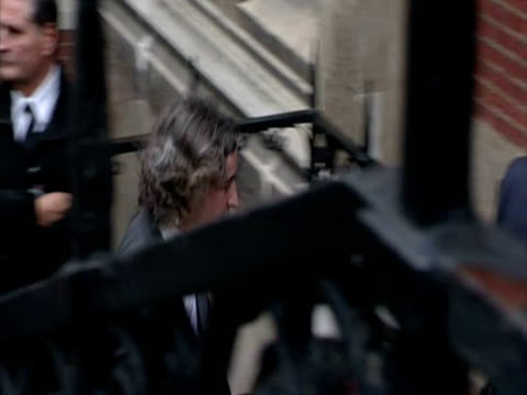 exterior shot steve coogan arrives at the royal courts of justice to give evidence to the leveson inquiry steve coogan arrives at the leveson inquiry... - steve coogan stock videos & royalty-free footage