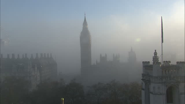 exterior shot thick fog which clears to reveal big ben . big ben in fog timelapse on december 11, 2013 in london, england - weather stock videos & royalty-free footage