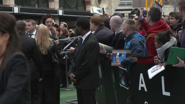 exterior shots alien: covenant film premiere in leicester square, tess haubrich, actress signing autographs on red carpet in london, england on... - リドリー・スコット点の映像素材/bロール