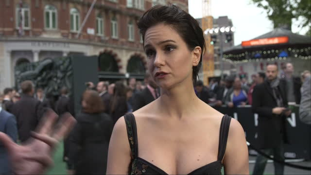 exterior shots alien: covenant film premiere in leicester square, tess haubrich, actress talking to press on red carpet in london, england on... - リドリー・スコット点の映像素材/bロール