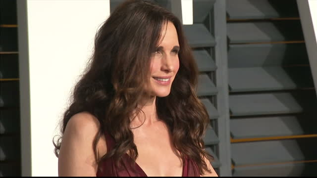 exterior shots andie macdowell on red carpet on february 22 2015 in los angeles california - festa post oscar di vanity fair video stock e b–roll
