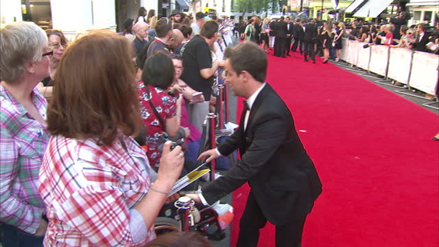 stockvideo's en b-roll-footage met exterior shots ant dec signing autographs and posing for photographs with fans on bafta red carpet on may 18 2014 in london england - ant mcpartlin