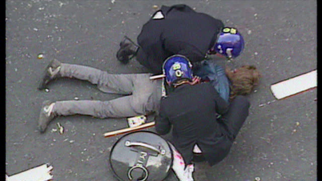 exterior shots antipoll tax protester pinned to ground by police officers as they cable tie his hands together on march 31 1990 in london england - ピンを刺す点の映像素材/bロール