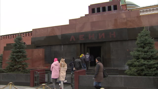 exterior shots around red square including visitors walking into the mausoleum of lenin on 19 june 2016 in moscow, russia - red square stock videos & royalty-free footage