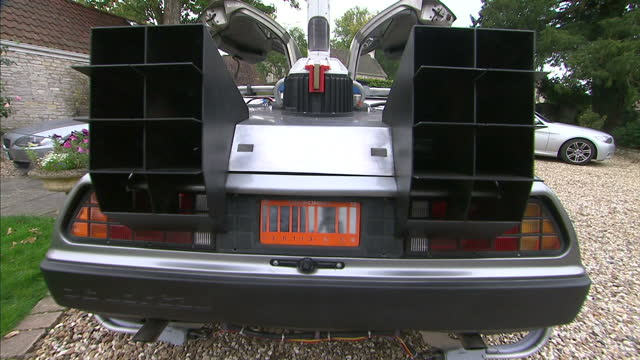 exterior shots back to the future replica delorean dmc 12. on october 21, 2015 in bristol, england. - macchina del tempo video stock e b–roll