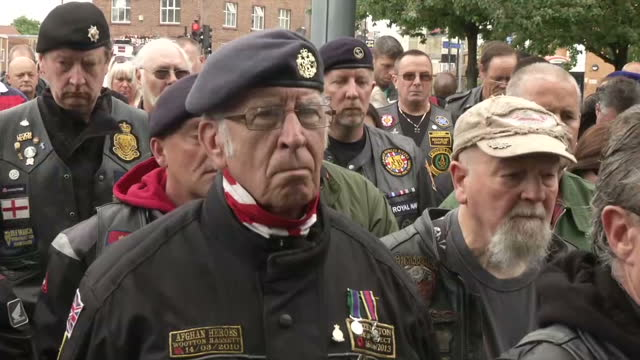 exterior shots bikers pay tribute to fusilier lee rigby outside the royal artillery barracks on the first anniversary of his murder on may 22 2014 in... - ウールウィッチ点の映像素材/bロール