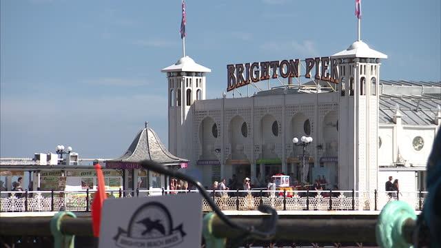 exterior shots brighton pier on hot sunny day. on july 18, 2016 in brighton, england. - ブライトン パレスピア点の映像素材/bロール