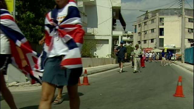exterior shots britain fans arriving boxer amir khan quick pose for fans amir khan boxing fans on august 28 2004 in athens greece - athens greece stock videos & royalty-free footage