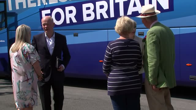 exterior shots british prime minister theresa may and former foreign secretary william hague during a visit to pot house hamlet during a general... - allgemeine wahlen stock-videos und b-roll-filmmaterial